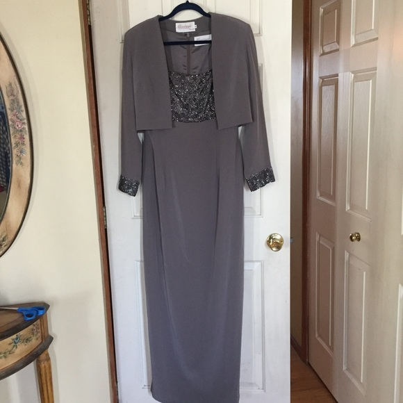 Montage Dresses Taupe